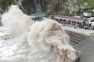 People gather to see huge waves as typhoon Chan-hom comes near Wenling, east China's Zhejiang province on July 10, 2015. Typhoon Chan-hom lashed Japan's Okinawa island chain on July 10 as it pushed towards Taiwan and onto China, leaving more than 20 people injured. CHINA OUT   AFP PHOTO        (Photo credit should read STR/AFP/Getty Images)