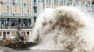 typhoon-chan-hom-waves