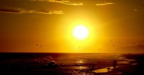 7set2012---os-leitores-da-bbc-brasil-enviaram-suas-fotos-sobre-o-tema-verao-para-a-galeria-desta-semana-paulo-victor-damasceno-teixeira-tirou-esta-foto-na-praia-da-barra-no-rio-de-janeiro-era-um-1347044531900_956x500