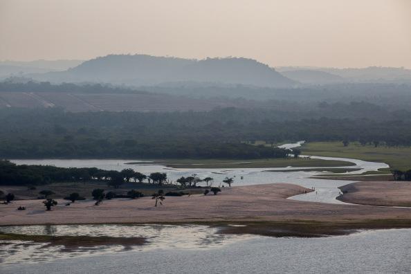 """Seca no rio TapajÛs na regi""""o de SantarÈm e Alter do Ch""""o. FLAVIO FORNER/XIB…/INFOAMAZONIA"""